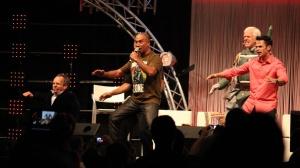 Warwick Davis, Temuera Morrison, Jeremy Bulloch ja Daniel Logan haka-tanssin rytmissä. Mukana muutkin Fettit. (kuva: Aki Jörgensen)
