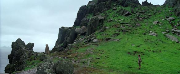 The Force Awakensin loppukohtaus, jossa Rey löytää Luken.